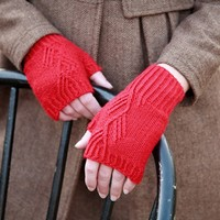 Twisted Stitch Mitts (Free)