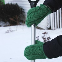 Cabled Mittens (Free)