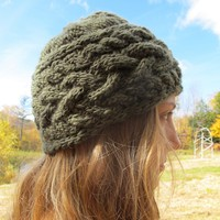Sideways Cable Hat (Free)