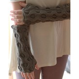 Plymouth Yarn F647 Cabled Fingerless Mitts (Free)